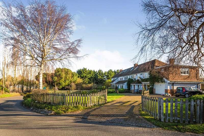 3 Bedrooms House for sale in Hockenden Lane, Swanley, Kent, BR8