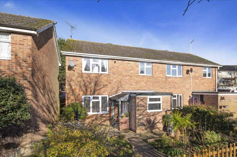 3 Bedrooms Semi Detached House for sale in Hither Field, Charing