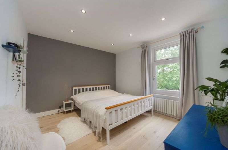 3 Bedrooms Property for sale in Brompton Lane, Rochester