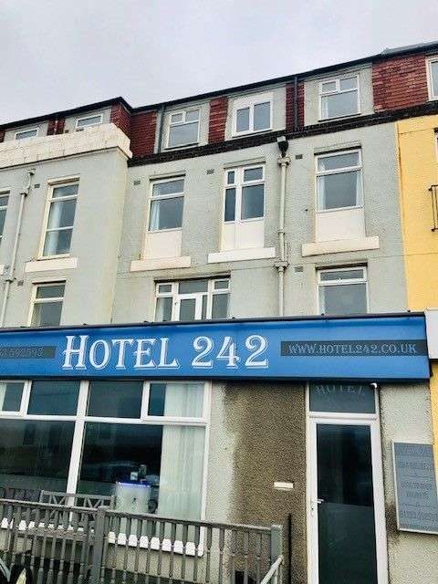 15 Bedrooms Hotel Gust House for sale in Queens Promenade, Blackpool, FY2
