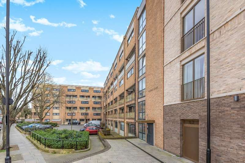 3 Bedrooms Flat for sale in Kelshall Court, Brownswood Road, London, N4 2XJ