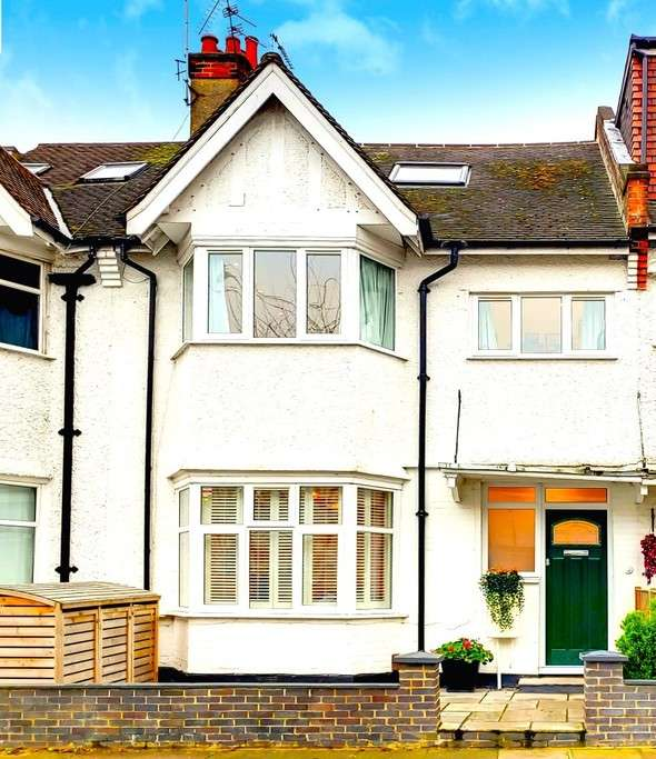 5 Bedrooms Terraced House for sale in GOLDERS GARDENS, GOLDERS GREEN, LONDON, NW11