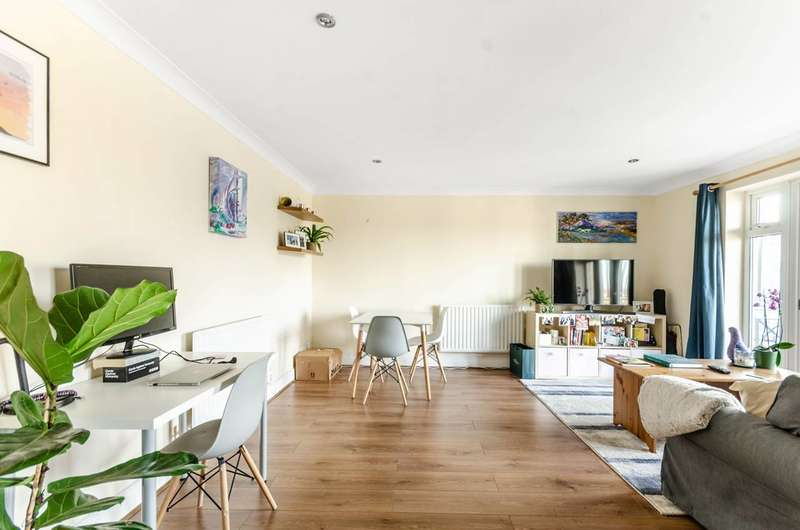 1 Bedroom Flat for sale in Vickery House, Clapham North, SW4