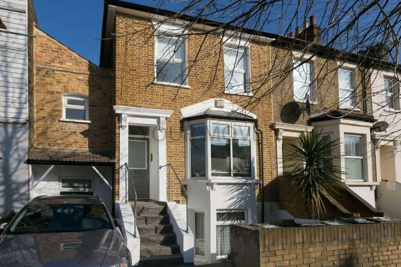2 Bedrooms Flat for sale in Grange Park Road, London, E10