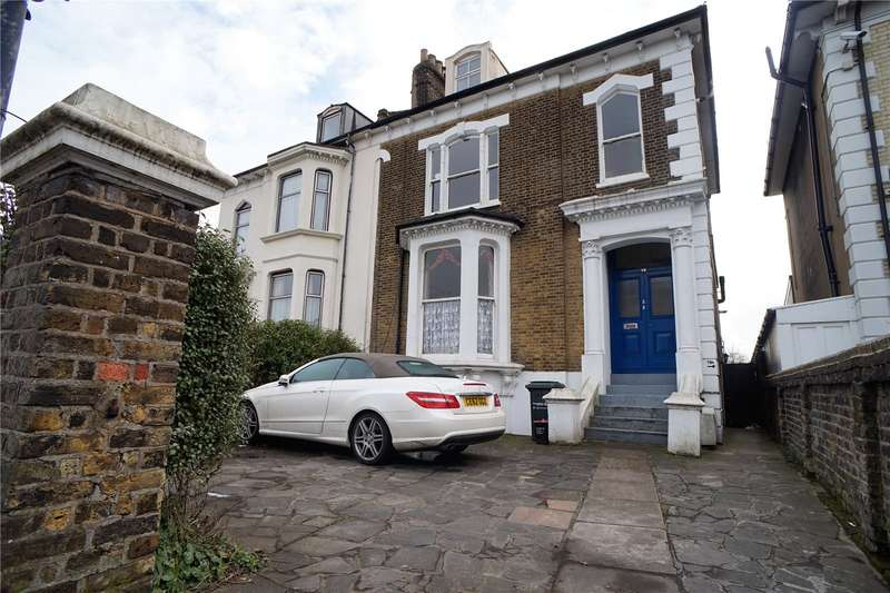 2 Bedrooms Flat for sale in Overcliffe, Gravesend, Kent, DA11