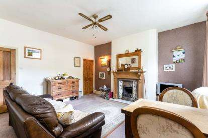 2 Bedrooms Terraced House for sale in Gladstone Terrace, Trawden, Lancashire, BB8