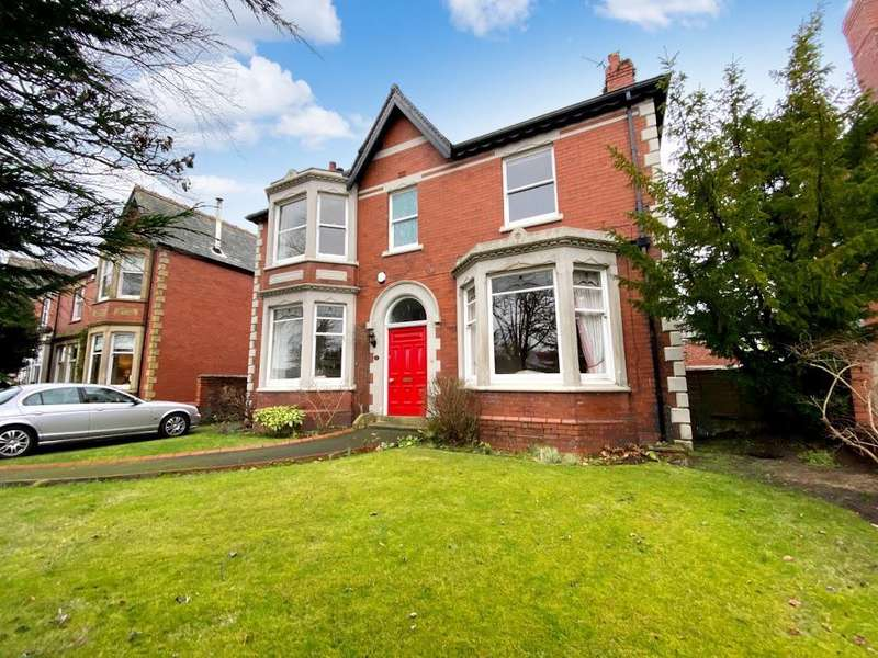 5 Bedrooms Detached House for sale in Blackpool Road, Lytham