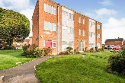 2 Bedrooms Flat for sale in Northwood Square, Fareham, Hants