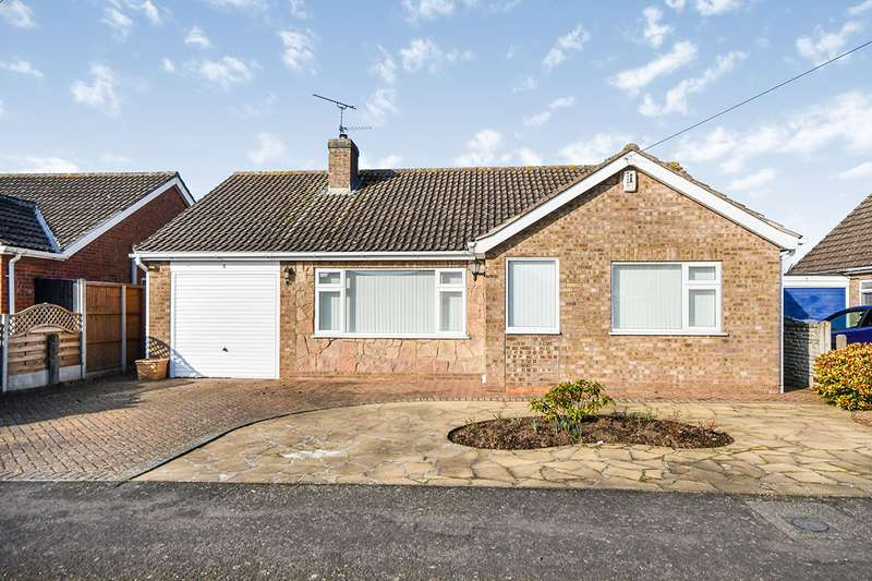 3 Bedrooms Detached Bungalow for sale in Hawksmoor Close, North Hykeham, Lincoln, Lincolnshire, LN6