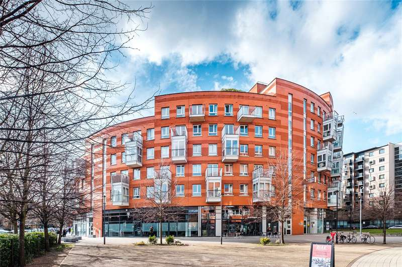 3 Bedrooms Flat for sale in Buckler Court, Eden Grove, London, N7