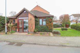 2 Bedrooms Bungalow for sale in Johnsons Way, Greenhithe, Kent