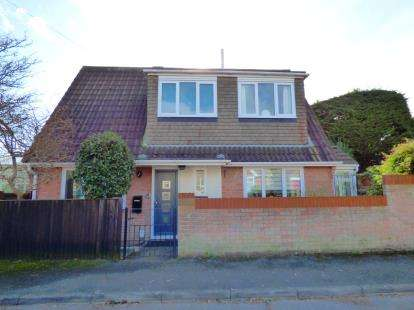 3 Bedrooms Detached House for sale in Lee-On-The-Solent, Hampshire