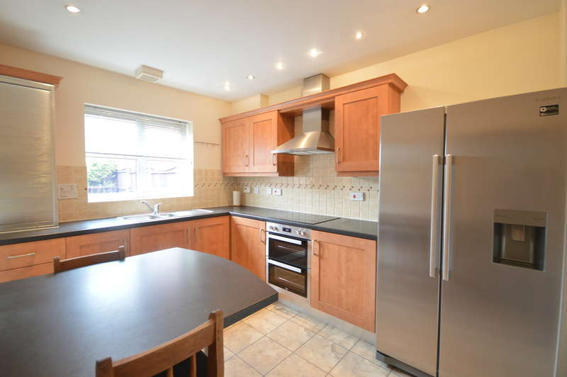 3 Bedrooms Semi Detached House for sale in Rosefinch Way, Mere Farm