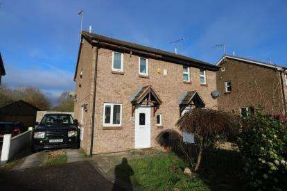 2 Bedrooms Semi Detached House for sale in Foxhill Drive, Glen Parva, Leicester, Leicestershire