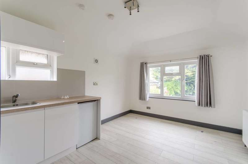 Studio Flat for rent in Dollis Hill Lane, Dollis Hill, NW2