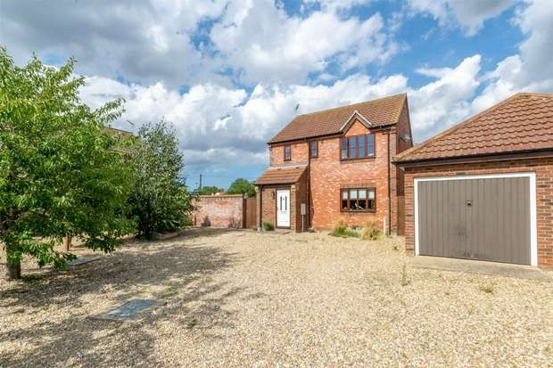 3 Bedrooms Detached House for sale in Briston