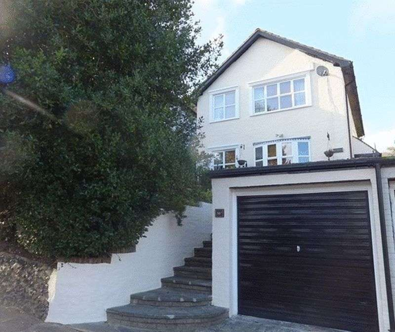 4 Bedrooms Property for sale in The Avenue, COULSDON