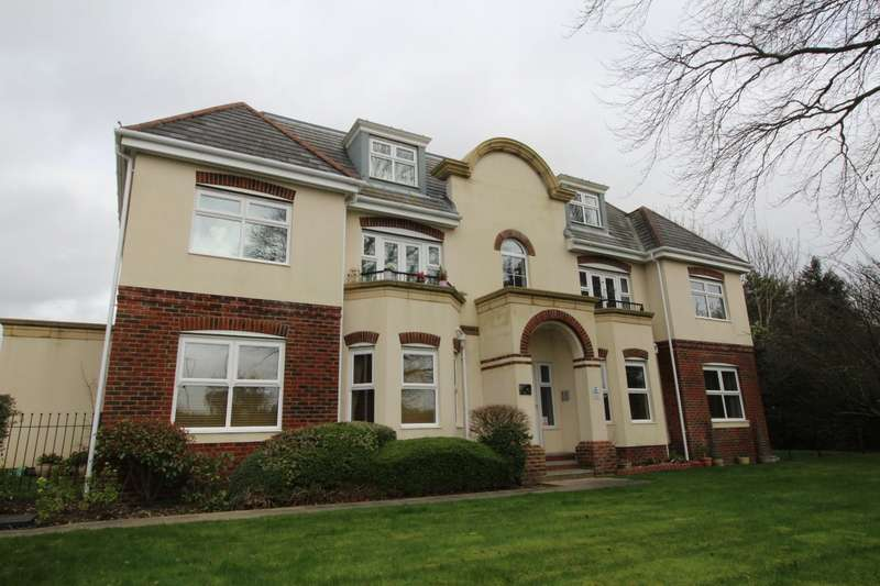 2 Bedrooms Apartment Flat for sale in Nile House, Oysell Gardens, Fareham, Hampshire, PO16