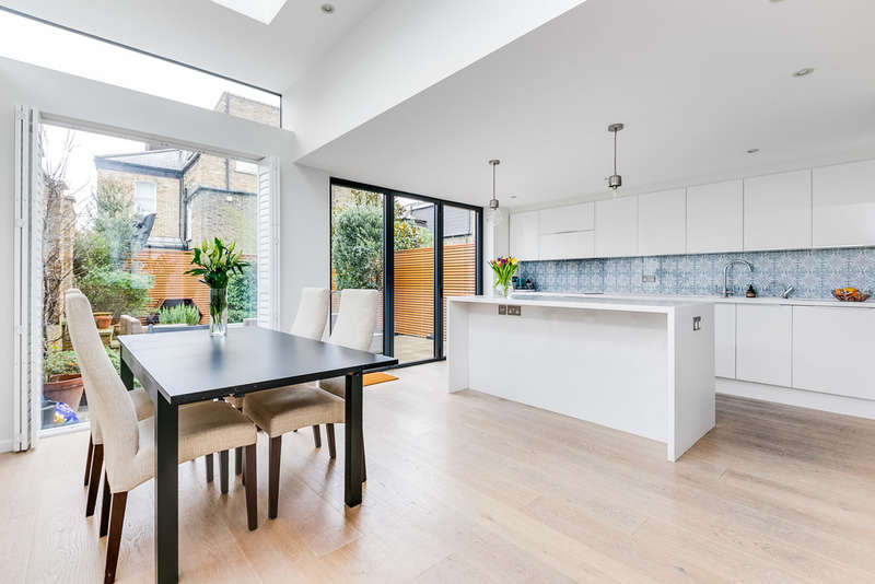 4 Bedrooms End Of Terrace House for sale in Salcott Road, London, SW11