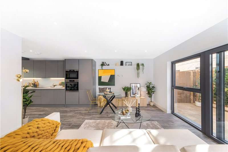 2 Bedrooms End Of Terrace House for sale in Lingham Street, Clapham, London, SW9