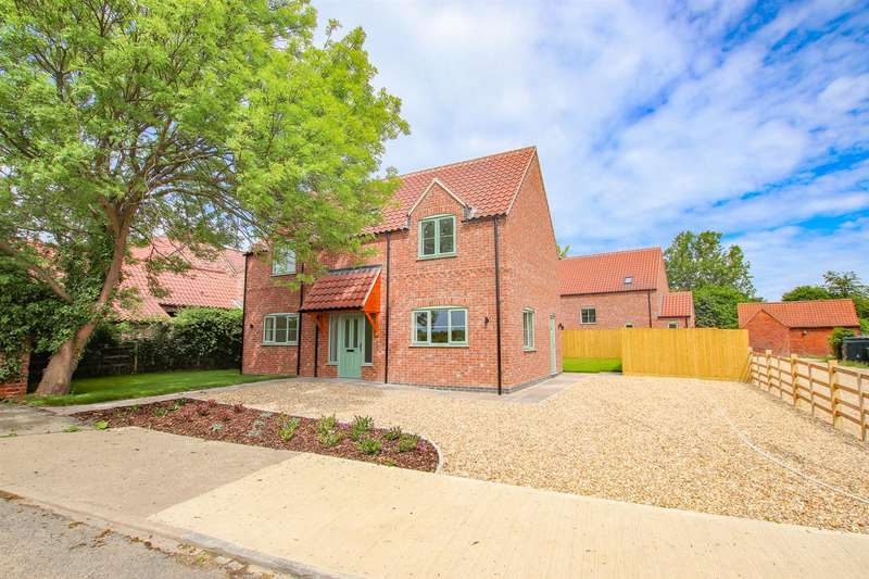 3 Bedrooms Detached House for sale in Royal Oak Lane, Aubourn, Lincoln