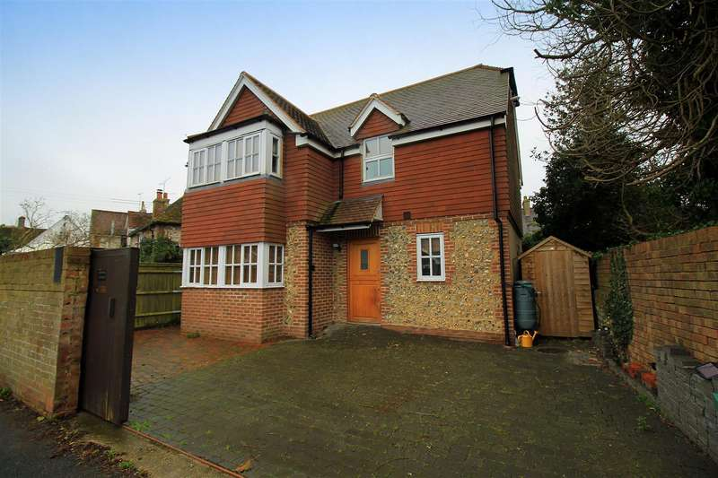 3 Bedrooms Detached House for sale in Saltings Way, Upper Beeding, Steyning