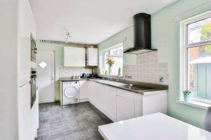 3 Bedrooms End Of Terrace House for sale in Ribchester Avenue, Burnley, Lancashire, BB10