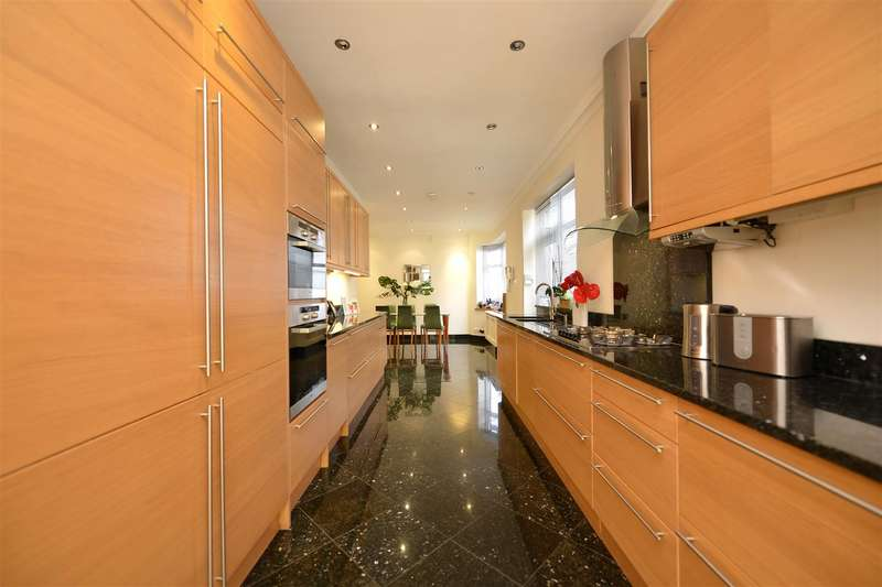 6 Bedrooms Detached House for sale in Gresham Gardens, NW11