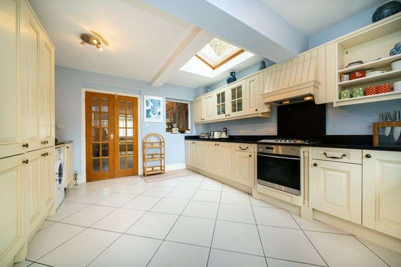 3 Bedrooms Property for sale in Ebury Road, Rickmansworth, WD3