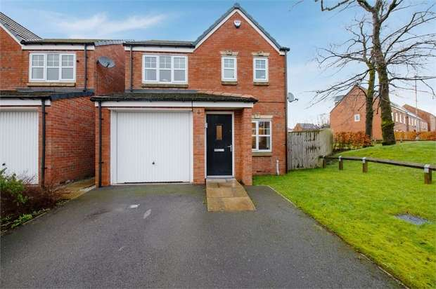 3 Bedrooms Detached House for sale in Charnley Fold, Rochdale, Lancashire