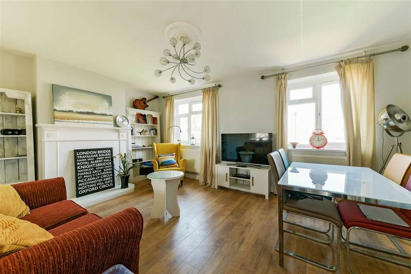 3 Bedrooms Maisonette Flat for sale in Stroud Crescent, London