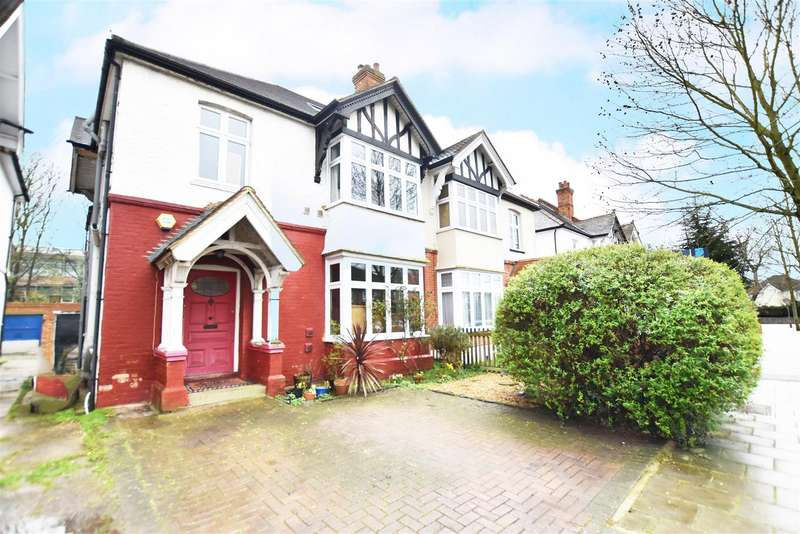 5 Bedrooms Semi Detached House for sale in The Grove, Isleworth