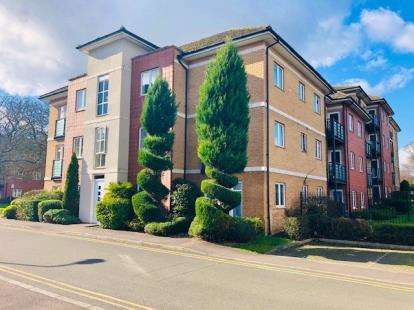 2 Bedrooms Flat for sale in The Parklands, Dunstable, Bedfordshire