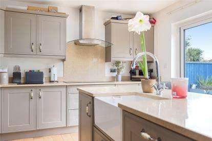 4 Bedrooms Semi Detached Bungalow for sale in Chelsfield Lane, Orpington, Kent