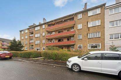 3 Bedrooms Flat for sale in Cherrybank Road, Glasgow