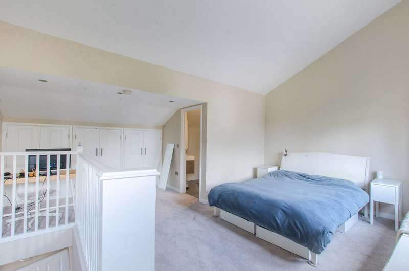 4 Bedrooms Semi Detached House for sale in Smead Way, Lewisham, SE13