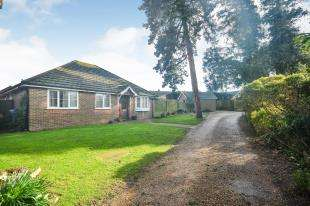 3 Bedrooms Bungalow for sale in Manor Gardens, Beauxfield, Whitfield, Dover
