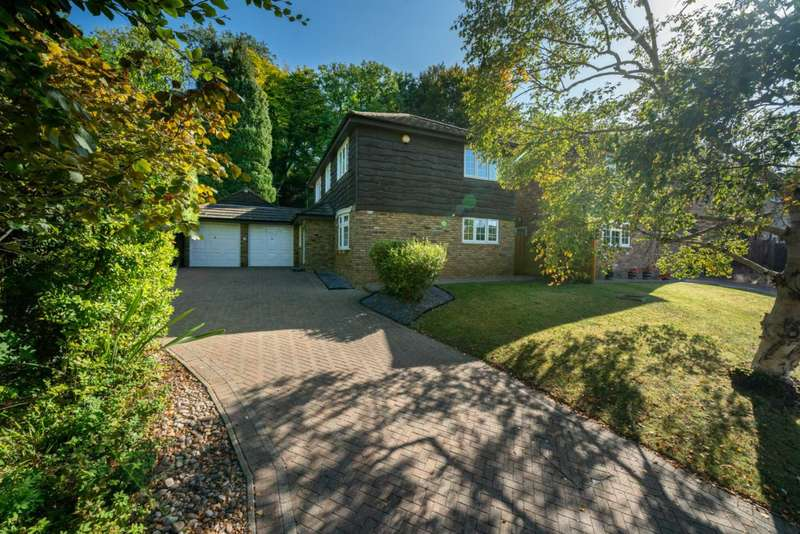 4 Bedrooms House for sale in RARELY AVAILABLE DETACHED IN `THE CHESTNUTS` ON EXCLUSIVE BEECHWOOD PARK