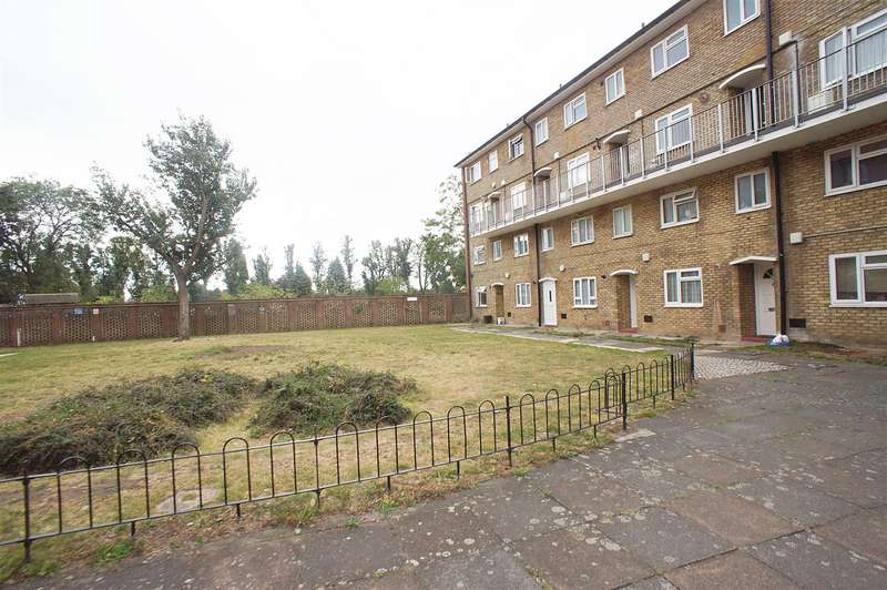 3 Bedrooms Flat for sale in Barrowfield Close, London