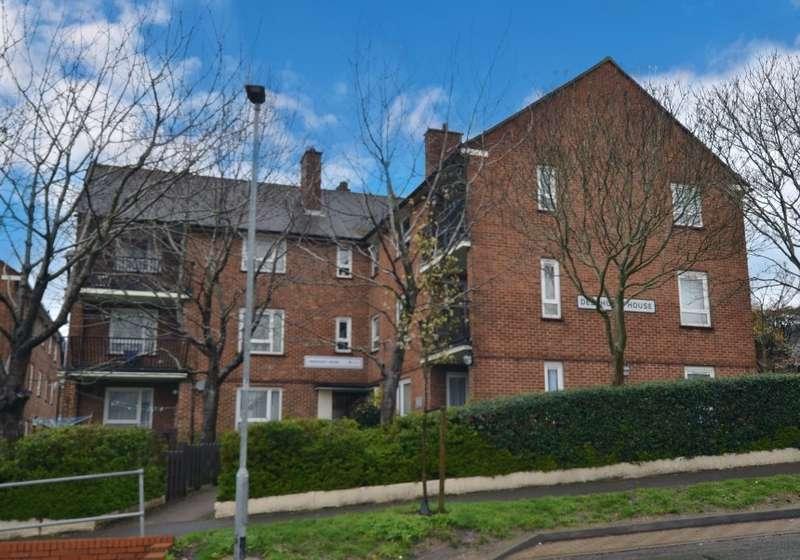 1 Bedroom Apartment Flat for sale in Deerhurst House, Deerhurst Crescent, Portsmouth, Hampshire, PO6 4EL