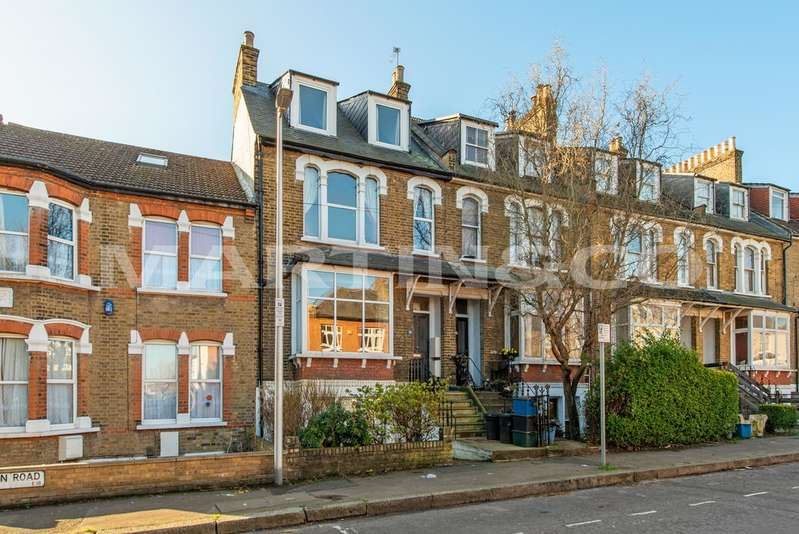 4 Bedrooms Property for sale in Clarendon Road, South Woodford E18