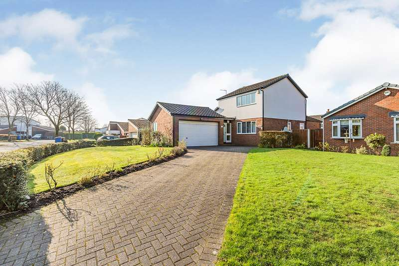 3 Bedrooms Detached House for sale in The Farthings, Chorley, Lancashire, PR7