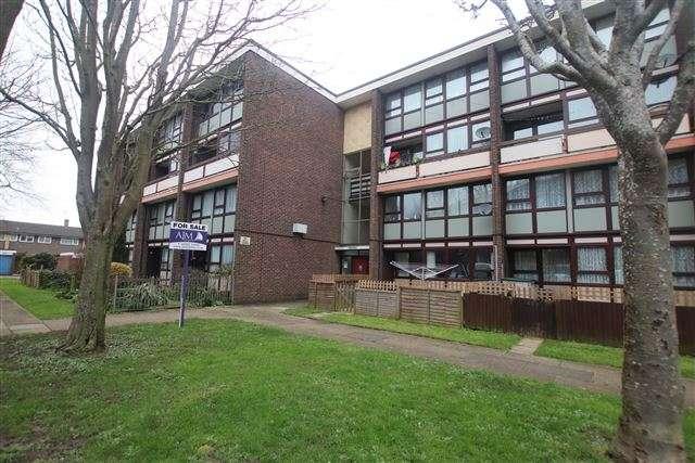3 Bedrooms Maisonette Flat for sale in Hawthorn Crescent, Cosham, Portsmouth, Hampshire, PO6 2TX
