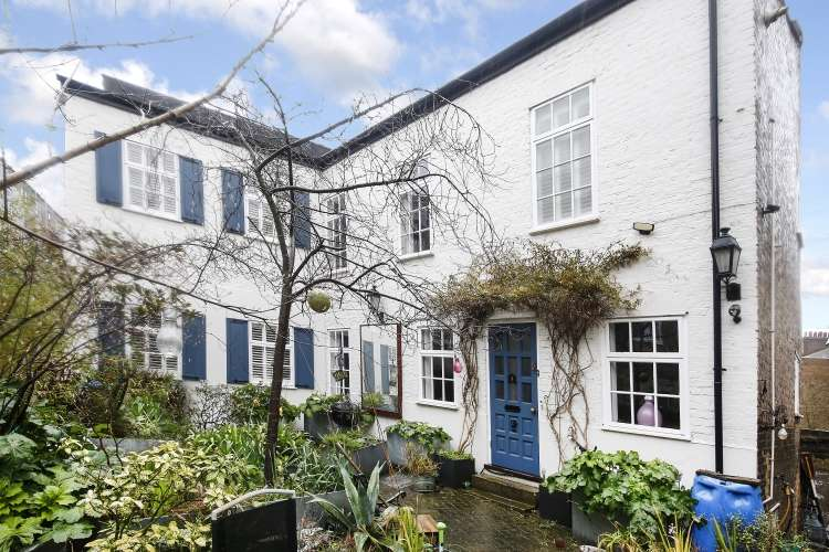 3 Bedrooms Detached House for sale in Wellington Gardens London SE7