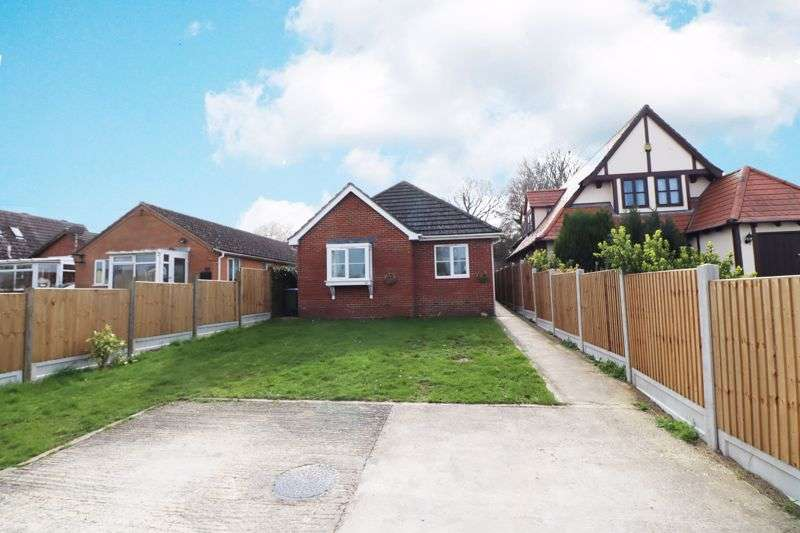 3 Bedrooms Property for sale in Oakmead Road, St Osyth, Clacton-On-Sea
