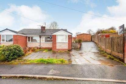 3 Bedrooms Bungalow for sale in Royshaw Avenue, Blackburn, Lancashire, BB1