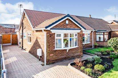 3 Bedrooms Bungalow for sale in Wenlock Road, Hindley, Wigan, Greater Manchester, WN2