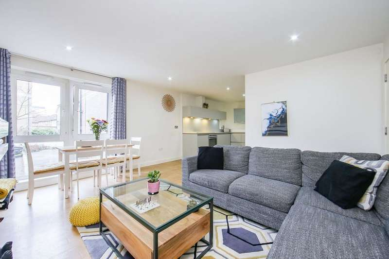 2 Bedrooms Flat for sale in Hereford Road, London E3