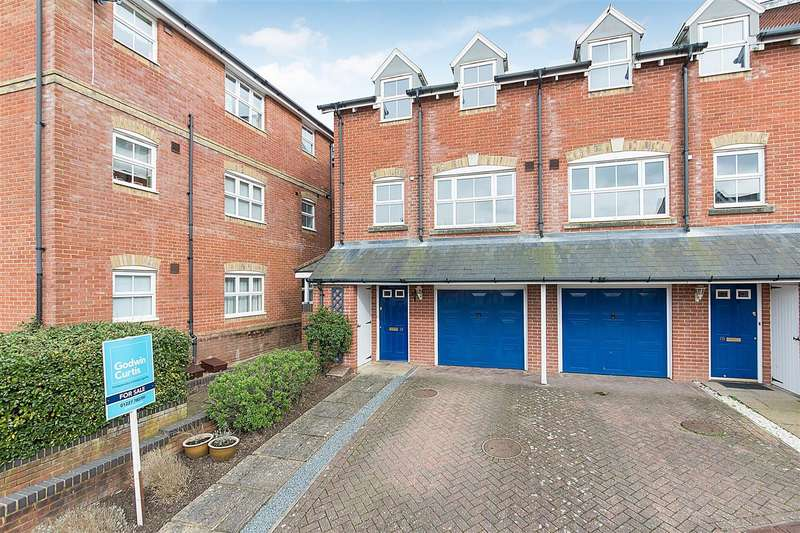 3 Bedrooms End Of Terrace House for sale in Gardeners Place, Chartham