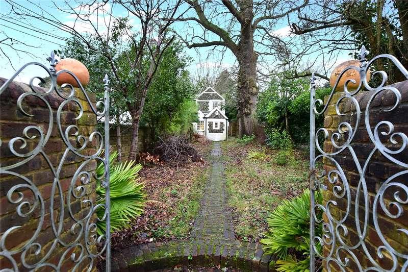 2 Bedrooms Detached House for sale in Long Lane, Heronsgate, Chorleywood, Hertfordshire, WD3